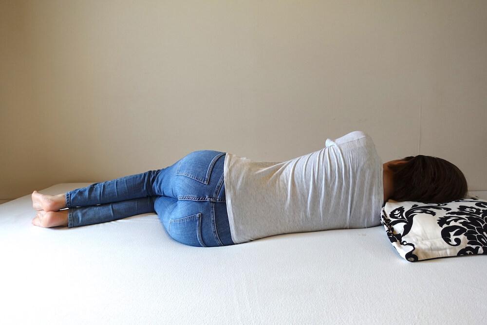 モットン横向き寝(女性)